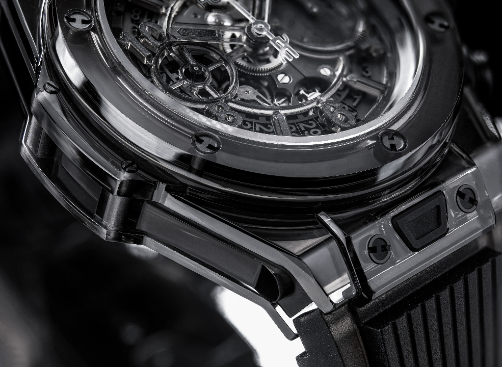 l_hublot-saphir-black-close-up-ok2